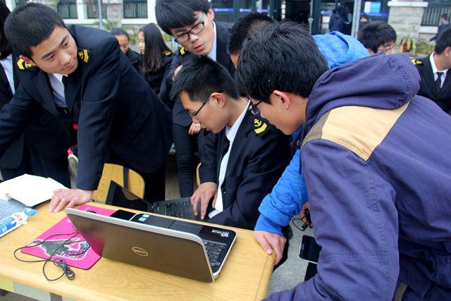 织 电脑义诊 青年志愿者活动